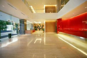 lobby grand zuri