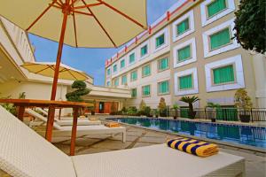 swimming pool rocky plaza